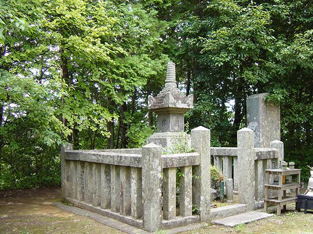 村上義光の墓(むらかみよしてるのはか)